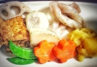 野菜の煮物の盛り合わせの写真・画像素材[3883911]
