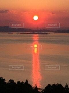 小豆島から見る瀬戸内海に沈む夕日の写真・画像素材[4873697]