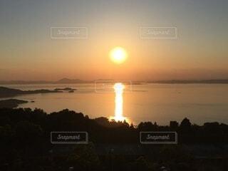 小豆島から見る瀬戸内海に沈む夕日の写真・画像素材[4873699]