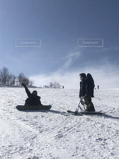 自然,風景,アウトドア,空,雪,屋外,森,雲,雪山,山,登山,樹木,人,スキー,ゲレンデ,友達,空気,スノーボード,斜面,ウィンタースポーツ,頂上,テキスト,ボード,スノースクート