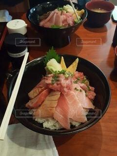 食べ物,食事,ディナー,屋内,フード,野菜,レストラン,料理,寿司,刺身,魚介類,ファストフード,飲食