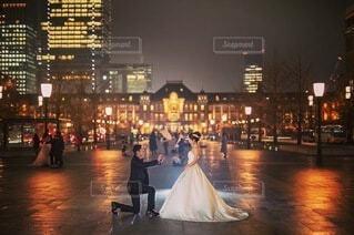 女性,夜,屋外,花嫁,都会,ウェディングドレス