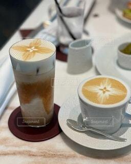 食べ物,コーヒー,ジュース,テーブル,マグカップ,食器,カップ,カプチーノ,エスプレッソ,紅茶,カフェオレ,ドリンク,ラテ,コーヒー牛乳,カフェイン,飲料,ホワイトコーヒー,インスタントコーヒー,コーヒー カップ,ソフトド リンク,受け皿