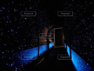 夜,夜空,星空,青,暗い,星,トンネル,横浜,明るい,幻想,点灯,横浜大世界