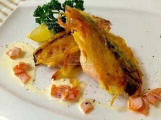 食べ物,白,皿,洋食,鮭,魚料理,ファストフード,ポテチ,ソテー,じゃがいも
