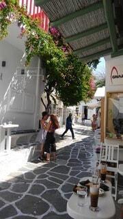 カフェ,風景,花,赤,白,テラス,人物,石畳,人,ギリシャ
