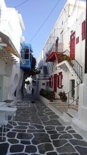 空,建物,花,夏,屋外,階段,赤,白,青,窓,家,植木鉢,石畳,観葉植物,ギリシャ,通り,草木