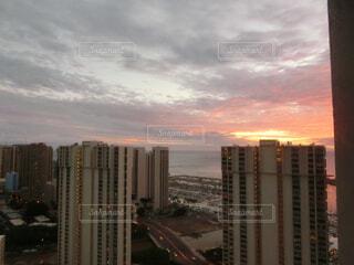 海岸の夕陽の写真・画像素材[4838925]