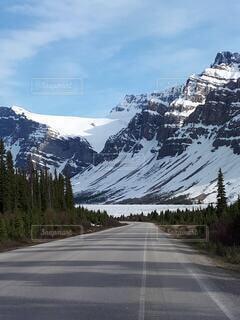 自然,空,絶景,雪,屋外,雲,水面,大自然,旅行,カナダ,ハイウェイ,ドライブ,国立公園,氷河,カナディアンロッキー,バンフ,レイクビュー,氷河湖,アイスフィールドパークウェイ