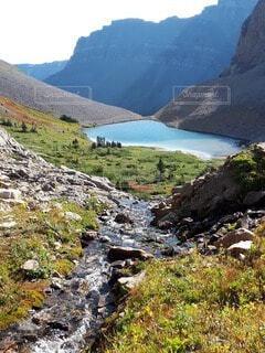 自然,秋,湖,川,水面,山,大自然,ハイキング,カナダ,国立公園,カナディアンロッキー,バンフ,岩山,北米