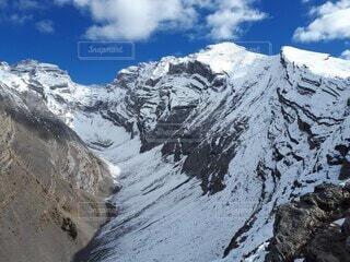雪積もるカスケード山の写真・画像素材[4948781]