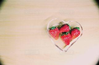 食べ物,ピンク,緑,赤,いちご,苺,果物,ハート,イチゴ,はーと