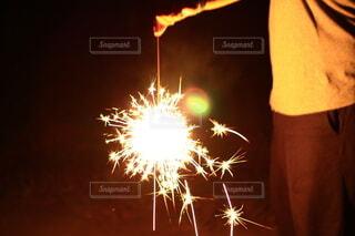 夏,夜,綺麗,花火,光,手持ち,人物,線香花火,ポートレート,ライフスタイル,火花,手元,手持ち花火