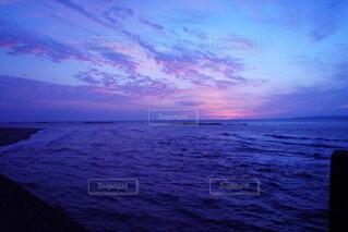 海に沈む夕日の写真・画像素材[4921711]