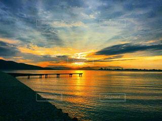 風景,海,空,屋外,湖,太陽,ビーチ,雲,ボート,水面,日の出
