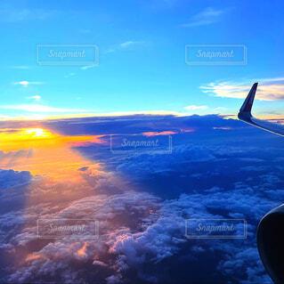 空,屋外,雲,夕焼け,飛行機,飛ぶ,航空機,フライト,空の旅,車両,ジェット