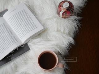 テーブルの上のコーヒー カップの写真・画像素材[751003]