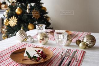 テーブルの上の花の花瓶 - No.934145