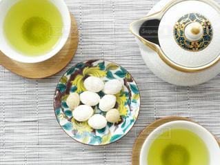 食品とコーヒーのカップのプレートの写真・画像素材[1048921]