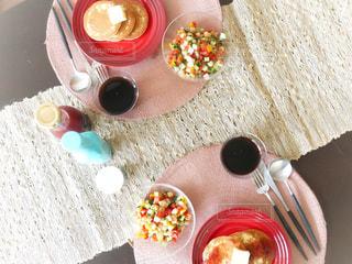 クローズ アップ食べ物の皿とコーヒー カップの写真・画像素材[1145085]