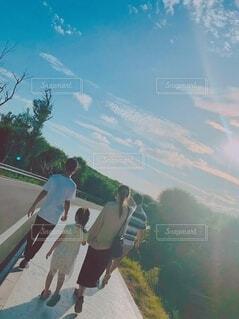 家族,風景,空,屋外,太陽,雲,青空,散歩,樹木,人物,人