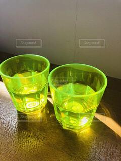 屋内,水面,ガラス,テーブル,液体,ボトル,カクテル,ドリンク
