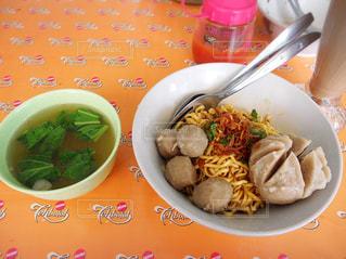 スープ,レストラン,料理,麺,おいしい,インドネシア,食べもの,肉団子,ジャワ,ミーバクソ,サンバル