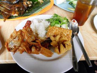 魚,レストラン,料理,おいしい,揚げもの,インドネシア,食べもの,ジャワ,テンペ,バクソ,Mang Engking,水上レストラン