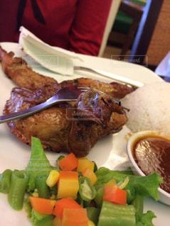 海外,レストラン,肉,料理,美味しい,鶏肉,インドネシア,丸焼き,Cupuwatu Resto