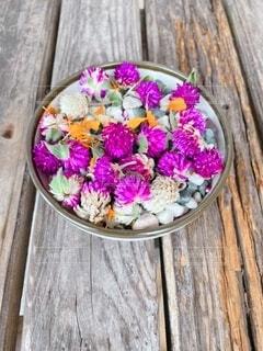 花,木,紫,花びら,石,木目,マリーゴールド,おままごと,庭の花,千日紅,お花の料理,差し色オレンジ
