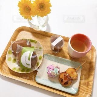 食べ物,花,コーヒー,屋内,花瓶,和菓子,テーブル,食器,カップ,紅茶,パーティー,コーヒー カップ,受け皿