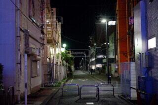 建物,夜,屋外,散歩,道,通り,街路灯