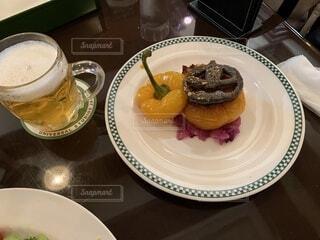 食べ物,ディナー,屋内,デザート,テーブル,皿,食器,ハロウィン,ビール,カップ,レストラン,おいしい,菓子,ペストリー