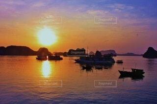 ハロン湾の夕日の写真・画像素材[4842450]