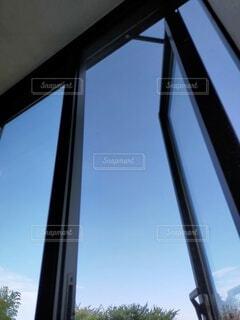 窓の外を見るビューの写真・画像素材[4845339]