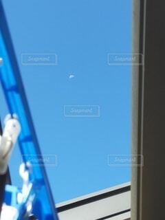 青い空の人の写真・画像素材[4860481]