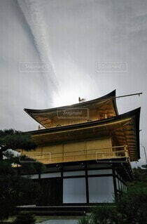 空,屋外,雲,寺,金閣寺 空 鳳凰 光線 雲 反射 金 和室 寺社仏閣,金色 輝く 降り立つ