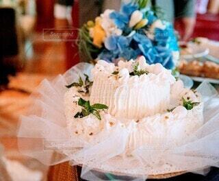 花とケーキの写真・画像素材[4930081]