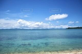 透き通った海の写真・画像素材[4878870]