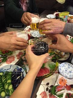 家族 乾杯 手作り料理 和気あいあい - No.301284