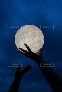子ども,自然,風景,空,子供,月,人物,ボール,人,満月,こども,娘