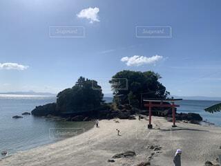 自然,海,空,屋外,神社,ビーチ,雲,鳥居,水面,海岸,山,樹木