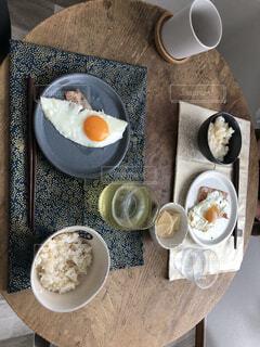 食べ物,コーヒー,食事,朝食,フード,デザート,テーブル,皿,食器,卵,和食,ドリンク,大皿,飲食