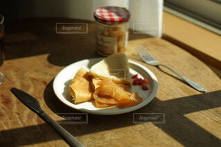 食べ物,食事,朝食,屋内,フード,パン,デザート,テーブル,皿,チーズ,菓子,ファストフード,スナック,飲食