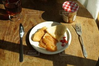 食べ物,食事,フード,パン,テーブル,皿,ボトル,ビール,カップ,菓子,ファストフード,スナック,飲食,ソフトド リンク