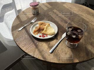食べ物,コーヒー,食事,朝食,屋内,フード,テーブル,皿,座る,食器,レストラン,ドリンク,調理器具,ファストフード,飲食