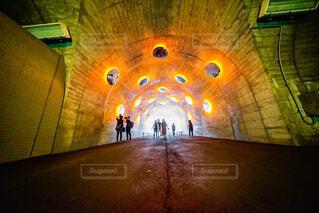 トンネルの中の鏡の写真・画像素材[4851877]