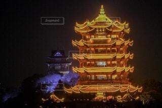 ライトアップされた塔の写真・画像素材[4855748]