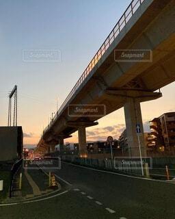 夕暮れの高架下_2021の写真・画像素材[4873992]
