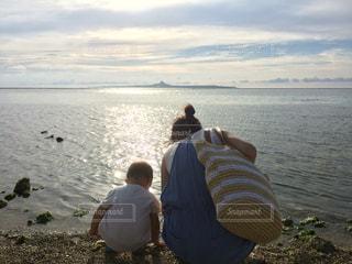ビーチ,親子,後ろ姿,散歩,沖縄,女の子,旅行
